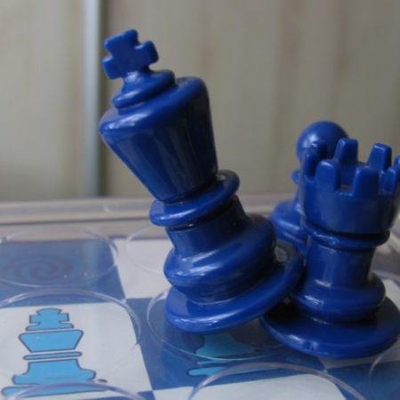 Król mnie bije, król wygrywa